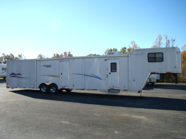 2004 RACE CAR HAULER WITH LIVING QUARTERS 44FT INCLOSED GOOSENECK TRAILER